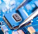 Ultraminiatur-Uhrenquarz für IoT Anwendungen